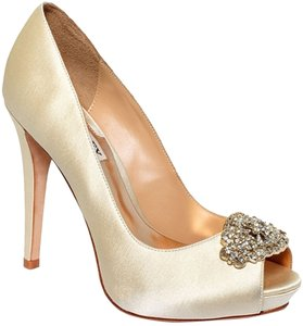 Badgley Mischka Goodie Satin Fabric Heels Heel Women's Bridal Evening Prom Size 8 Ivory Pumps