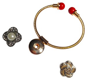 Gold Tone Red Tip Snap Button Bangle Bracelet W/ 2 Buttons Rose Pearl J2031