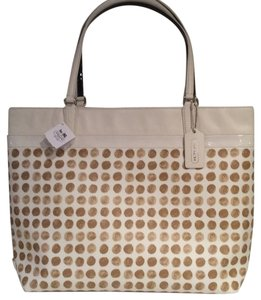 Coach Nwt New With Tags Tote in Chalk / Tan