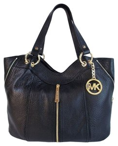 954034f7c616 Michael Kors Moxley Bags, Wallets & more - Up to 70% off at Tradesy