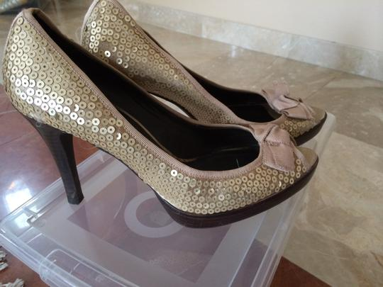 Other Gold Pumps Image 1