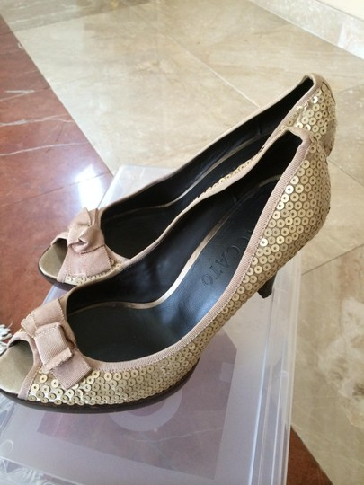 Other Gold Pumps Image 2