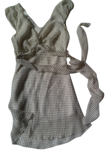 Preload https://item2.tradesy.com/images/forever-21-polka-dots-blouse-size-2-xs-1222891-0-0.jpg?width=400&height=650