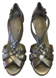Kenneth Cole Size 9.50 M Leather Good Condition Dull Gold Sandals