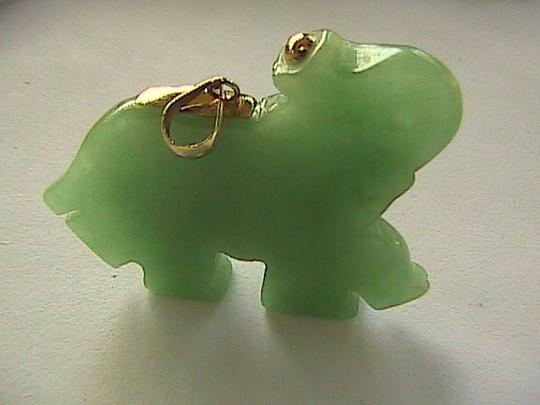 Other 10k Solid Yellow Gold Apple Green Jade and Ruby Pendant Image 3