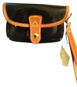 Dooney & Bourke Wristlet in Black patent leather