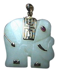 Vintage 14k Solid Yellow Gold Elephant w/ Ruby Eye Jade Pendant