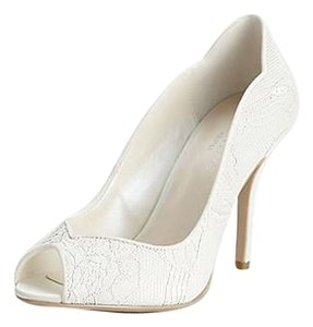 David's Bridal Lace Wedding Peep Toe Scalloped Ivory Pumps
