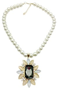 New Faux Pearl Crystal Pendant Bib Necklace J2034