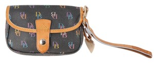 Dooney & Bourke Wristlet in Black/Brown