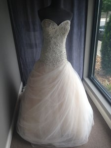 Ivory and Silver 8901 Formal Wedding Dress Size 6 (S)