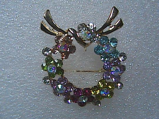 Unknown Rhinestone Crystal Wreath Brooch Image 3