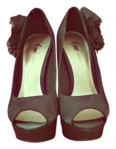Fioni Black Pumps