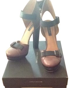 Ann Taylor Taupe & Black Pumps
