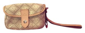 Dooney & Bourke Chic Stylish In-trend Wristlet in Beige
