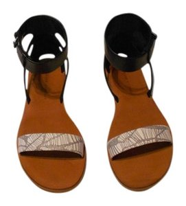 10 Crosby Derek Lam Printed Foot Strap Soft Leather Stylish Black/White Sandals