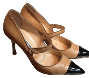 Manolo Blahnik Beige with black leather patent toe Pumps