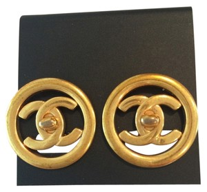 Chanel Vintage Chanel double CC logo clip on earrings