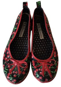 CL by Laundry Black, red and green Flats