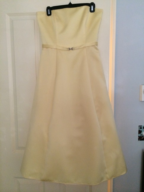 Item - Canary Yellow Satin 8355 Formal Bridesmaid/Mob Dress Size 8 (M)