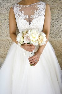Maggie Sottero Ivory Tulle Lace Maggero Formal Wedding Dress Size 6 (S)