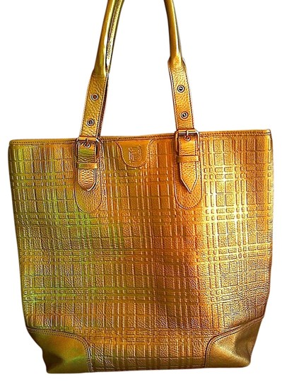 Preload https://img-static.tradesy.com/item/1230561/burberry-soft-gold-leather-tote-0-0-540-540.jpg