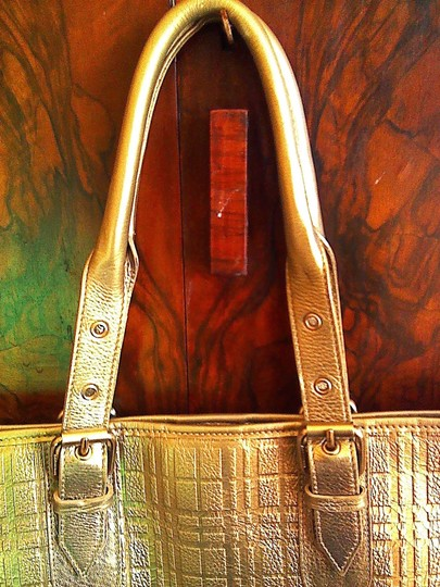 Burberry Tote in Soft gold Image 2