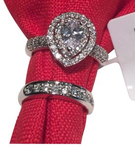 GORGEOUS SPARKLE. CUT ABOVE HRADE A++ CUBIC ZIRCONIA MICRO PAVE RING SIZE 7 & 8