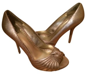 Bakers Peep-toe Peep Toe Knot Gold Pumps