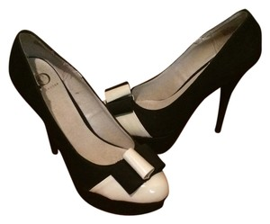 Kelsi Dagger Bow Cap Toe Suede Black and White Pumps