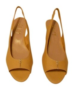 French Sole Design Padded Footbed Butter Soft Leather Made In Spain Yellow Sandals