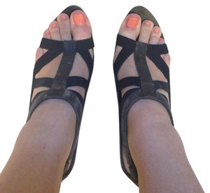 Elizabeth & James Black and Olive Green Sandals