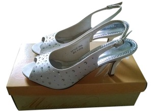 David's Bridal Mid Heel Slingback Peep Toe Ivory Pumps