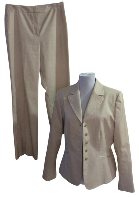 Item - Tan & Ivory Seersucker Pant Suit Size 10 (M)
