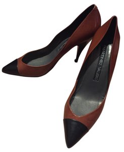 Martinez Valero Leather Cognac, black Pumps