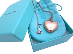 Tiffany & Co. Hearts pendant in RUBEDO metal large