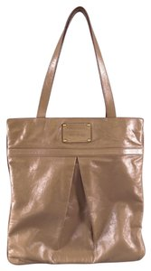 Marc Jacobs Shiny Patent Pleated Pleat Tote in Taupe