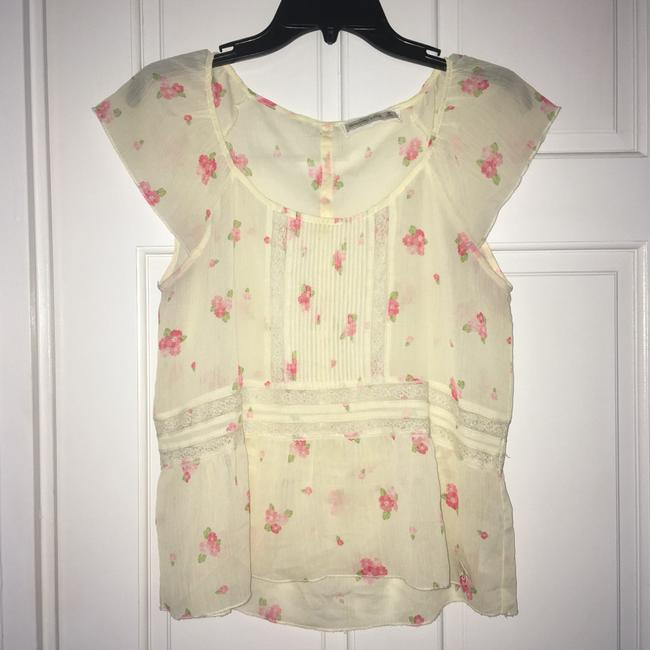 Preload https://img-static.tradesy.com/item/12339541/abercrombie-and-fitch-cream-wpink-flowers-scoop-neck-with-design-blouse-size-8-m-0-2-650-650.jpg