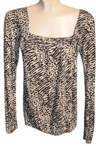 Daytrip Design Zebra Print Long Sleeved Square Neck With Gathers Under Sleeve Elastic Cuffs And Waist Size S Measurements Are: Top Zebra/Black&White