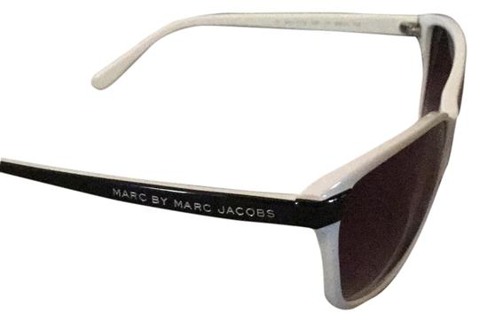 Preload https://img-static.tradesy.com/item/12347980/marc-by-marc-jacobs-black-and-white-465-rectangular-sunglasses-0-1-540-540.jpg