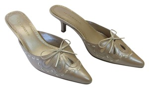 Liz Claiborne Size 7.00 M (Usa) Leather Very Good Condition Neutral Mules