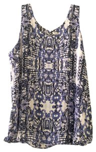 Violet & Claire Blouse Ikat Top White and Blue
