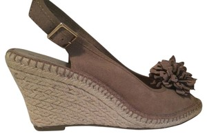 Bandolino Tan Wedges
