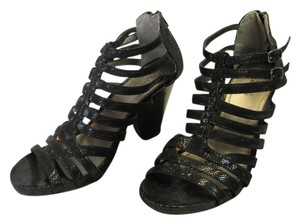 Kenneth Cole Size 9.00 M (usa) Reptile Design Very Good Condition Black Sandals