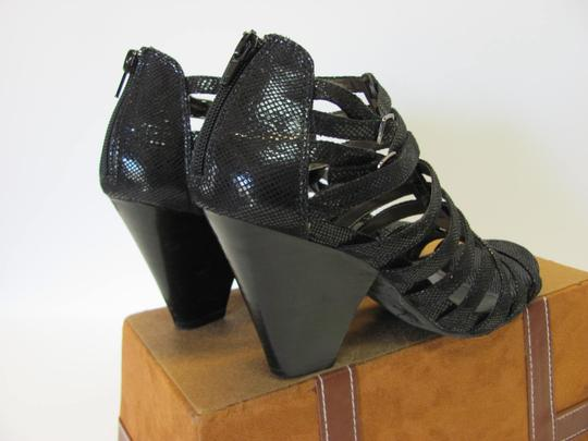 Kenneth Cole Size 9.00 M (Usa) Reptile Design Very Good Condition Black Sandals Image 5