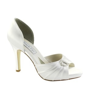 Touch Ups Dyeable - White Formal Size US 8 Regular (M, B)