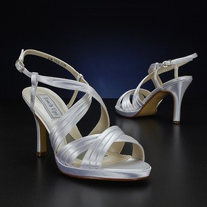 Touch Ups Dyeable - White Simone Size US 7.5 Regular (M, B)