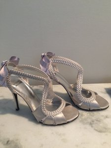 Stuart Weitzman Grey With Bows Pumps Size US 7.5 Regular (M, B)