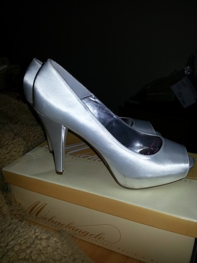 Michelangelo White Pumps