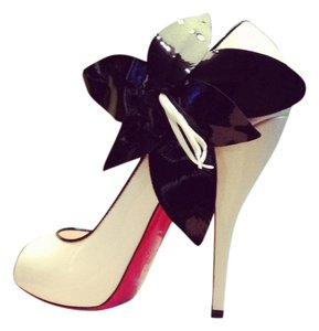 Christian Louboutin Flower Patent Leather Open Toe Mary Jane irovy/black Pumps